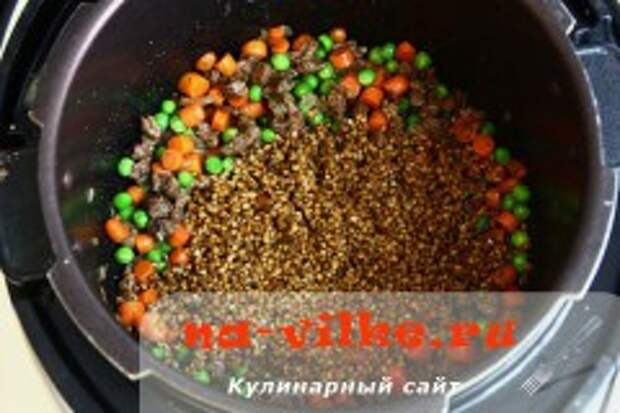 Гречка с говядиной, зелёным горошком и мини морковкой в мультиварке
