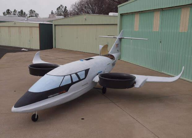 Прототип трехвентиляторного гибридного самолета совершил первый полет