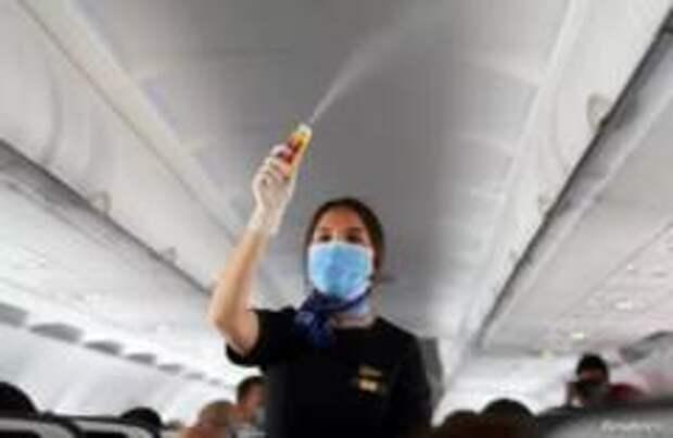 Чего следует избегать в самолете, чтобы не заразиться коронавирусом