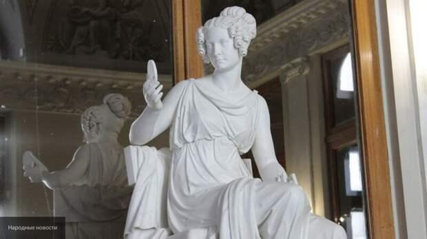 Памятники мировой культуры после реставрации вернулись в Эрмитаж Петербурга
