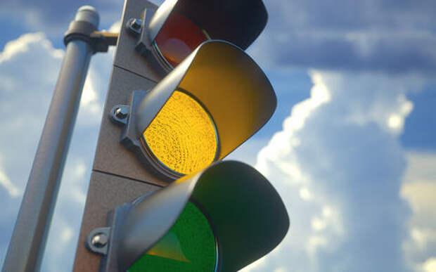 На Украине предложили запретить желтый сигнал светофора. Опять