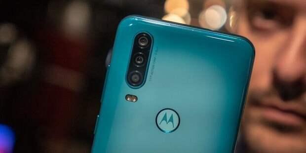 Motorola выпустит зарядку, питающую смартфон по воздуху. У Xiaomi есть такая же
