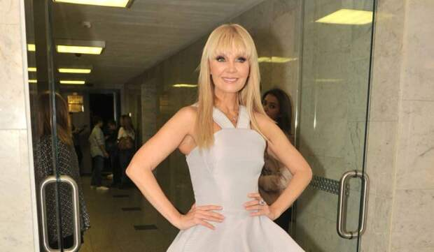 Вид обездвиженной Валерии на носилках вызвал шок: артистку увезли на скорой