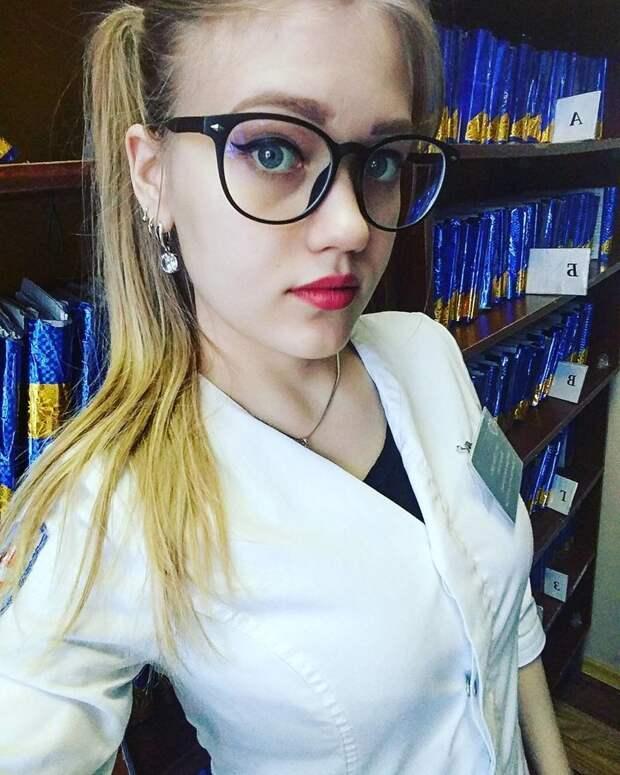 Её зовут Виктория (если инстаграм не врёт) в больнице, красавицы, красотки, медицина, медсестра, медсёстры, первая помощь