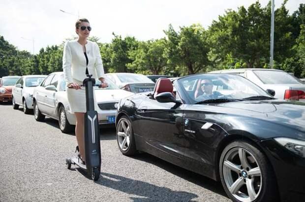 Автомобили: Городской электросамокат для самых занятых и активных людей