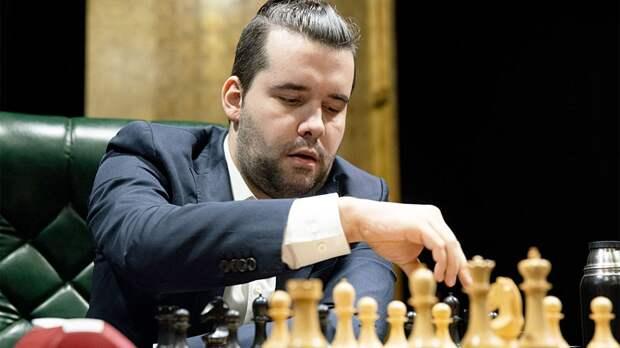 Россиянин Непомнящий ушел в отрыв на Турнире претендентов на шахматную корону. Разбираемся, как это произошло
