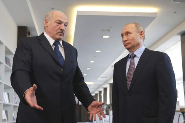 Лукашенко создал России проблемы из-за самолета, заявили в Госдуме