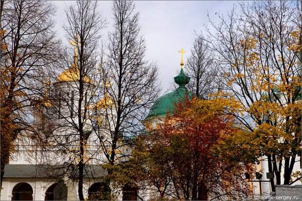 Сердце старого города Ярославля  - Спасо-Преображенский монастырь