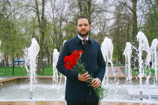 Российский ученый Мажуга поздравил с Днем Победы легендарного летчика Киртока. Автор фото: Дмитрий Бубонец
