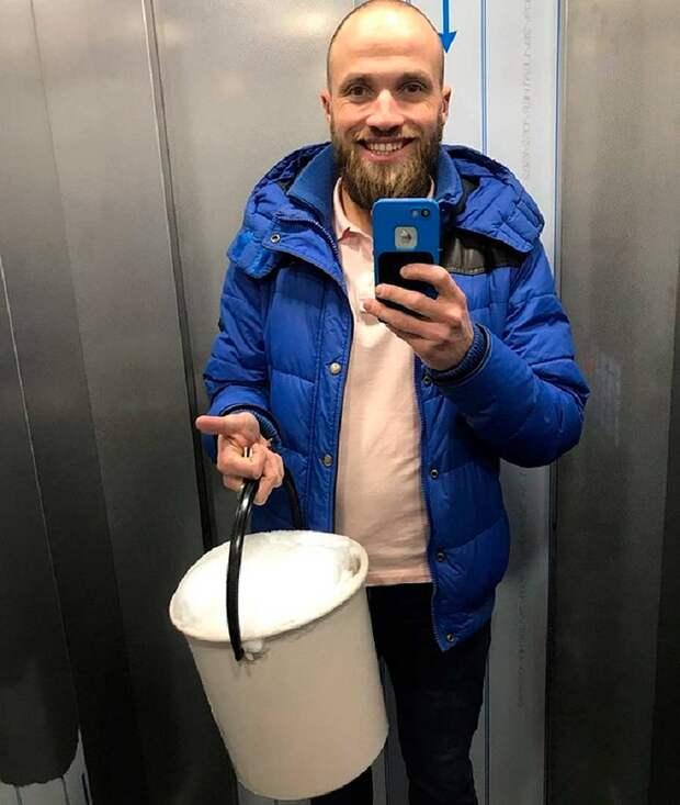 Петербуржец предложил горожанам топить снег