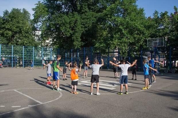Спортивные инструкторы проведут занятия с детьми во дворах Краснодара