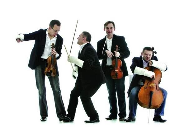 Виртуозное исполнение «Чардаша» на скрипках.