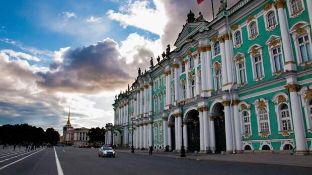 Здание Эрмитажа стало одним из самых популярных дворцов мира
