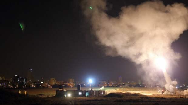 Сильный пожар начался в израильском порту после ракетного удара ХАМАС