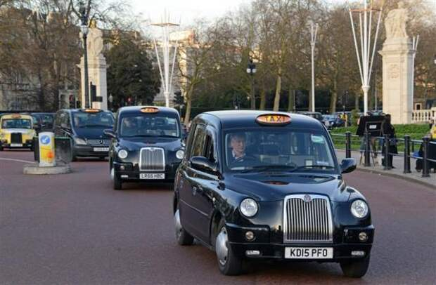 В Лондоне введут обязательное тестирование на ковид для таксистов и водителей автобусов