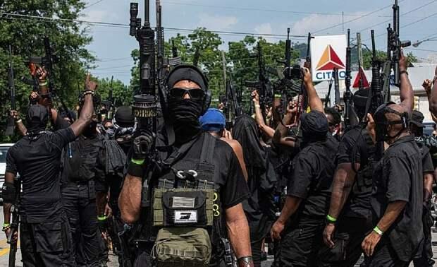 Америка подсчитывает жертвы и готовится к гражданской войне: чёрная милиция бросает вызов реднекам