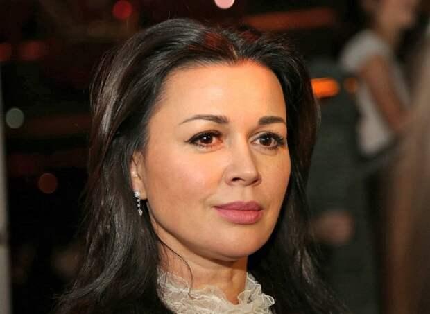 Актриса Анастасия Заворотнюк перенесла вторую операцию