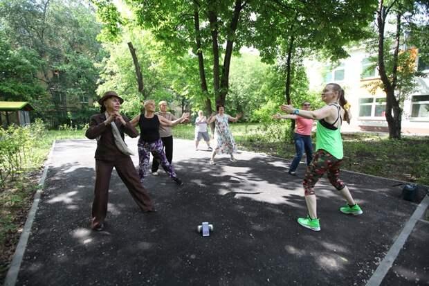 Пенсионеры из Марьиной Рощи начали танцевать зумбу в парках