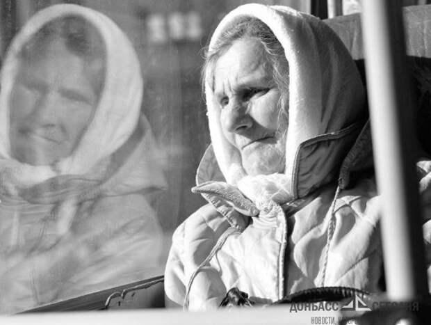 Полиция арестовала работницу «Ощадбанка» за помощь пенсионерам ЛДНР