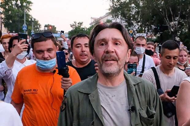 «Если Навальный умрет, надо валить». Шнуров и Бузова осудили Кремль