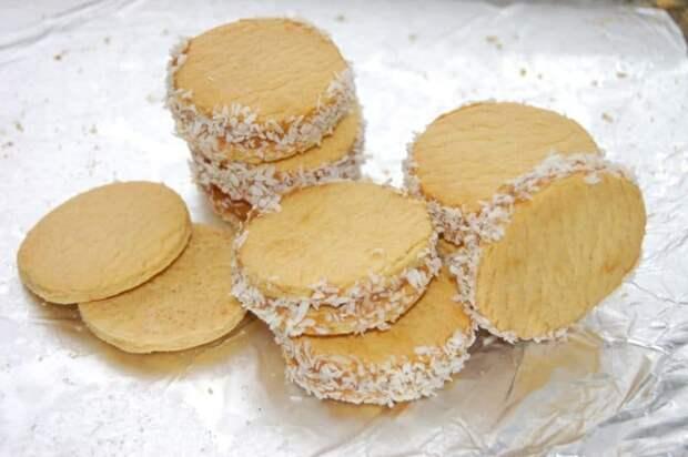 Печенье со сгущёнкой. Вкус домашнего лакомства превосходит в разы покупных сладостей 6