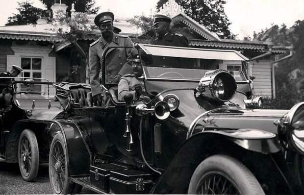 Каким был автомобильный гараж последнего императора России Николая II