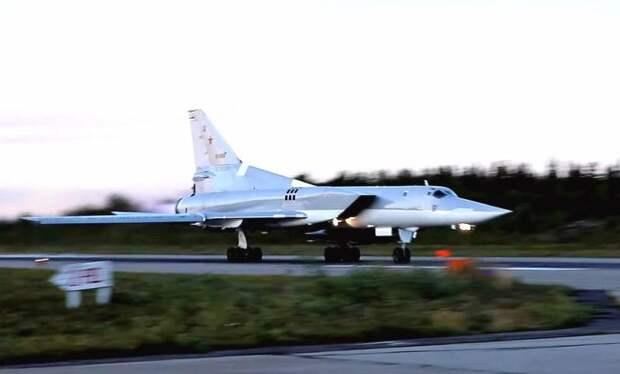 Четыре российских Ту-22М3 вылетели навстречу эскадре НАТО в Черном море