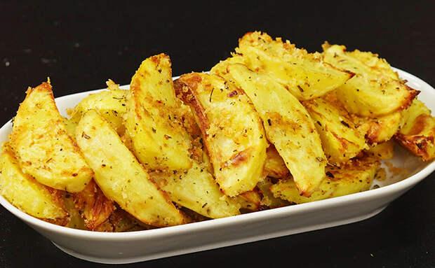 Обычно картошку просто жарят, а мы сделали ее в кляре. Одно изменение и картофель не узнать