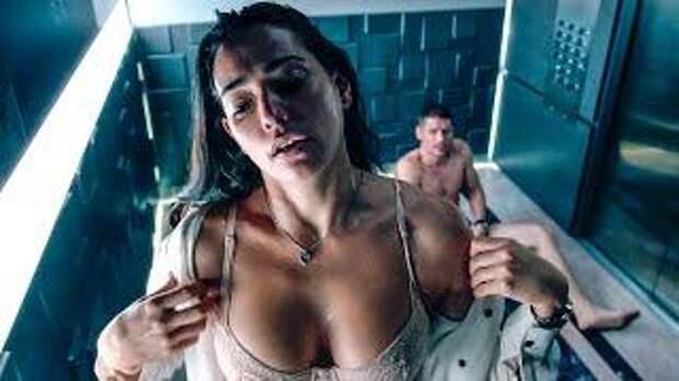 Девушка застряла в лифте с парнем и познала его тёмную сторону