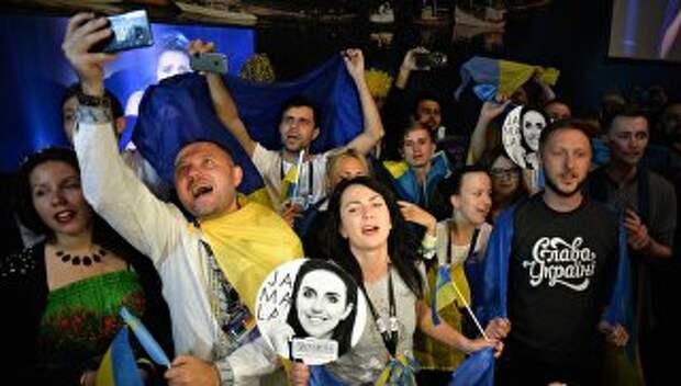Болельщики конкурсантки от Украины Джамалы в пресс-центре во время ее выступления в финале международного конкурса Евровидение-2016, на церемонии награждения. Архивное фото