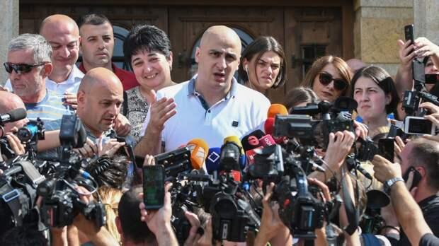 В грузинском парламенте состоялся новый акт политического театра абсурда. «Единое национальное движение» во главе...