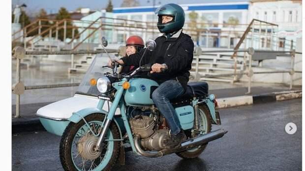 Власти Коломны организовали экскурсию по городу на советском мотоцикле