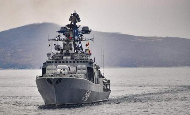 Сайт Baijiahao напомнил, что эсминец США в панике сбежал от российского корабля на восточных рубежах РФ