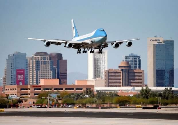 AP_air_force_one_landing_jef_150324_10x7_1600