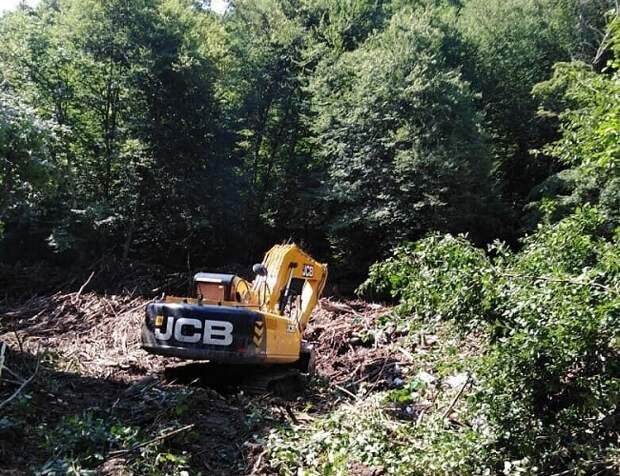 В Апшеронском районе казаки помогли расчистить русла рек