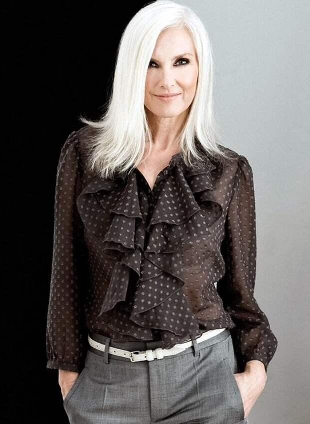 Шикарная блузка с пышным воротником придаст изящества образу