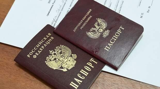 Бежавший из Белоруссии политолог советует Киеву молча наблюдать за паспортизацией Донбасса