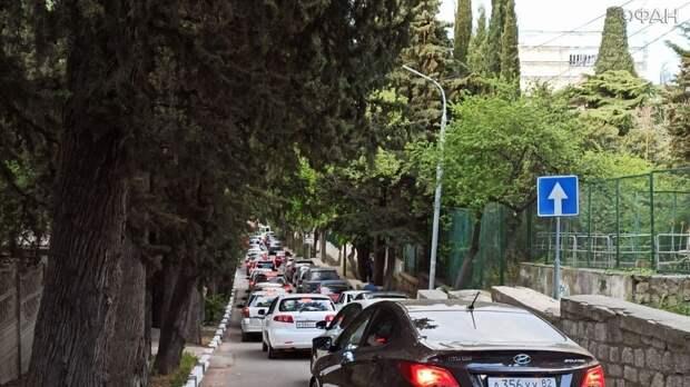 Больная тема для Крыма: почему полуостров встал в автомобильных пробках