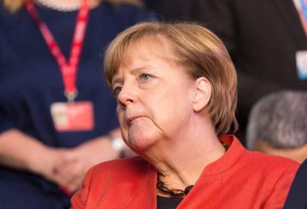 Меркель призвала никак не реагировать на отравление Навального
