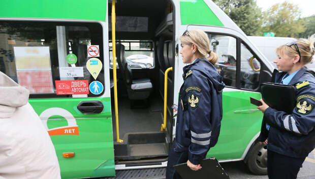 Водителей автобусов в Подмосковье начали штрафовать за открытие дверей во время движения