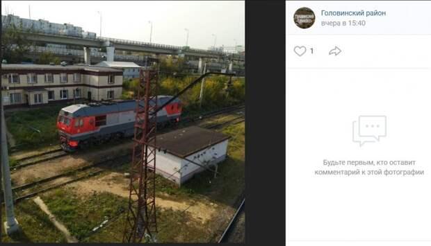 Фото дня: локомотив на путях Головинского