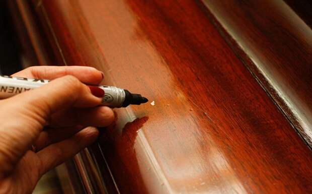 Царапины на мебели: 9 способов устранения