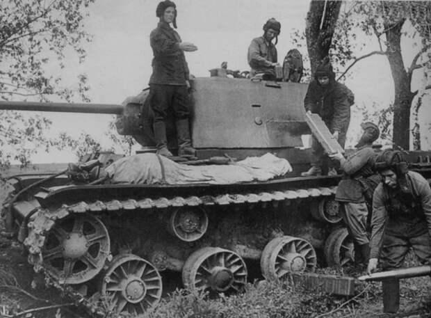 КВ-1 с экипажем