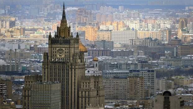 Россия оставила в посольстве Чехии пять дипломатов республики