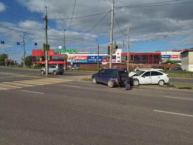 Бильярд на дороге: четыре автомобиля столкнулись в Ижевске