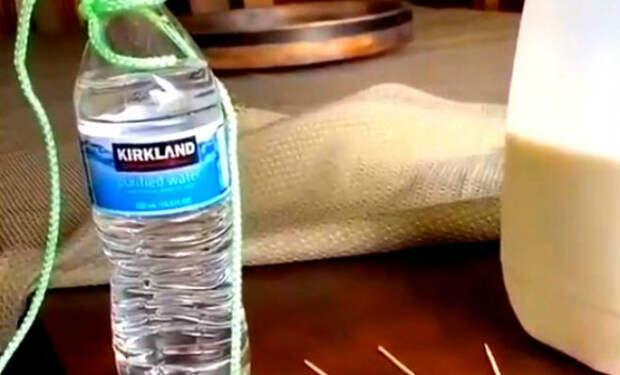 Бутылка с водой держится только на зубочистке: физика рычага в действии