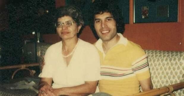 Фредди Меркьюри и его мама Джер Булсара