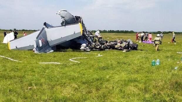 В Кузбассе из-за отказа двигателей разбился самолет с парашютистами