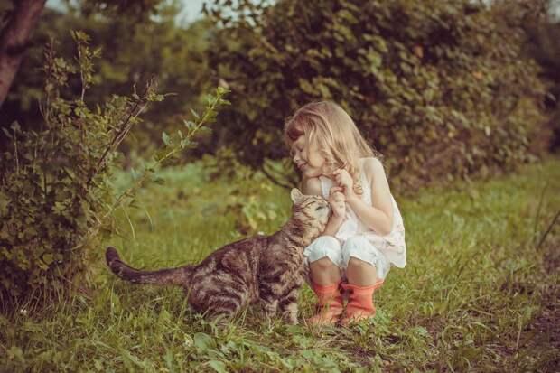 Очаровательные фотографии, доказывающие, что вашему ребенку нужен кот