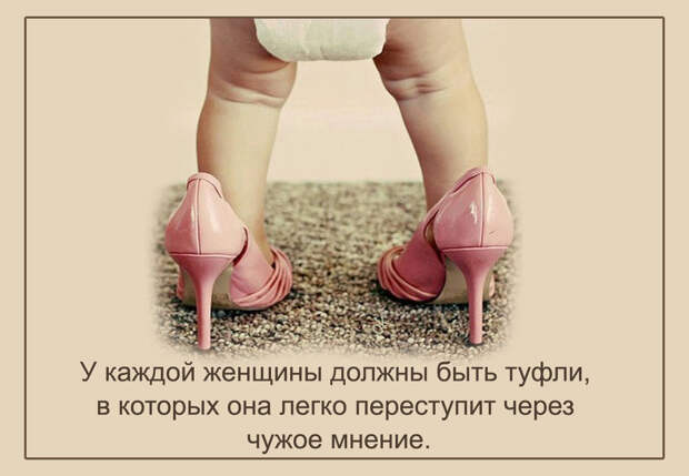 Приходит отец с работы домой, а маленькая дочка вся в слезах. — Чего ревешь...